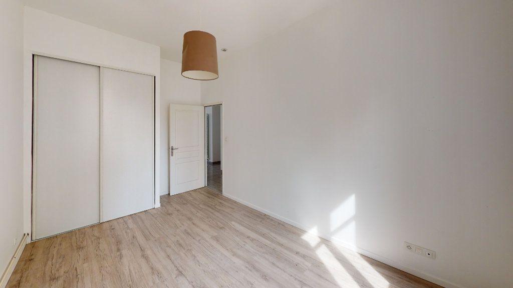 Appartement à louer 3 67.93m2 à Saint-Étienne vignette-6