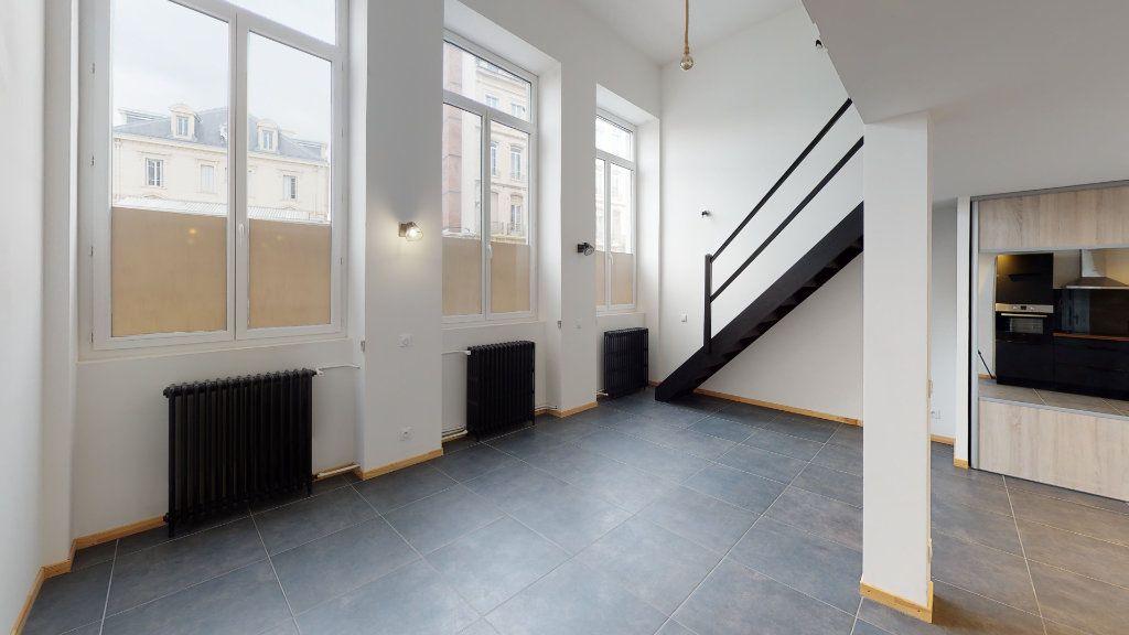 Appartement à louer 2 53.26m2 à Saint-Étienne vignette-2