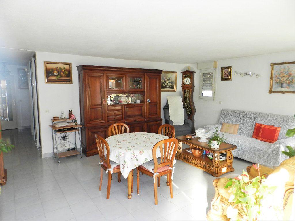 Appartement à vendre 4 89m2 à Saint-Laurent-du-Var vignette-1