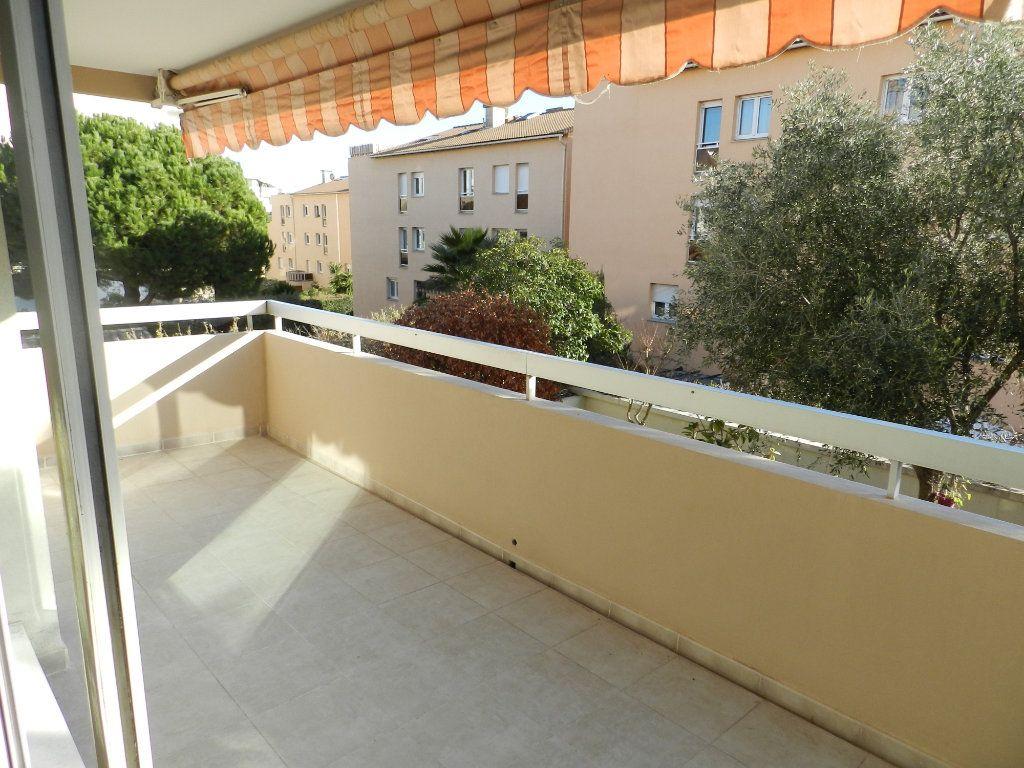 Appartement à vendre 4 89m2 à Saint-Laurent-du-Var vignette-2