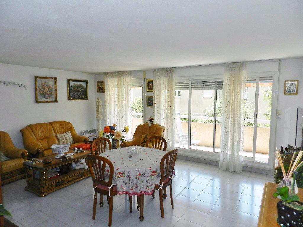 Appartement à vendre 4 89m2 à Saint-Laurent-du-Var vignette-3