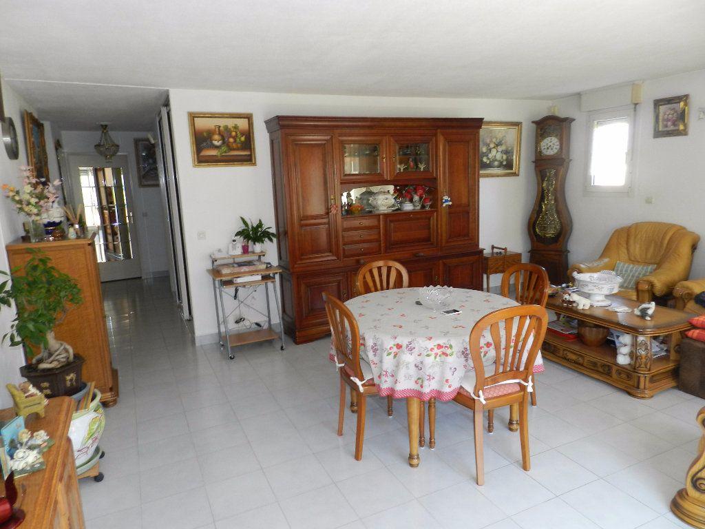 Appartement à vendre 4 89m2 à Saint-Laurent-du-Var vignette-5