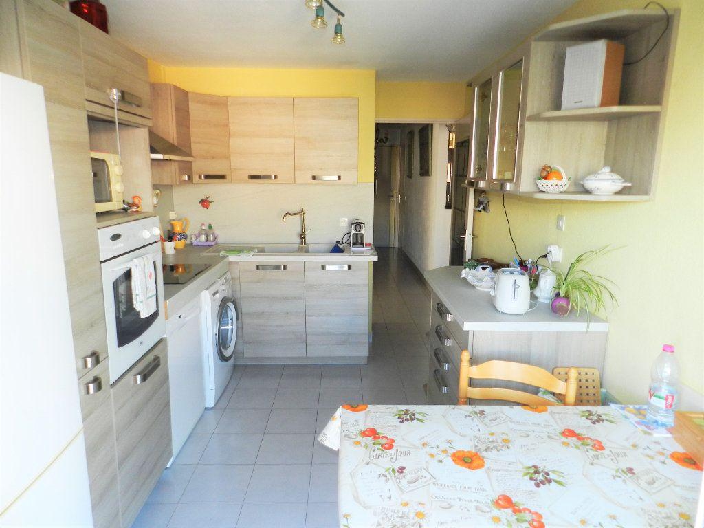 Appartement à vendre 4 89m2 à Saint-Laurent-du-Var vignette-6