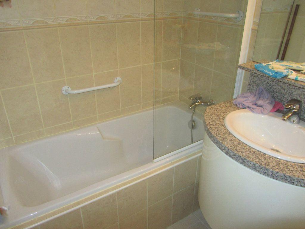 Appartement à vendre 2 45m2 à Saint-Laurent-du-Var vignette-3