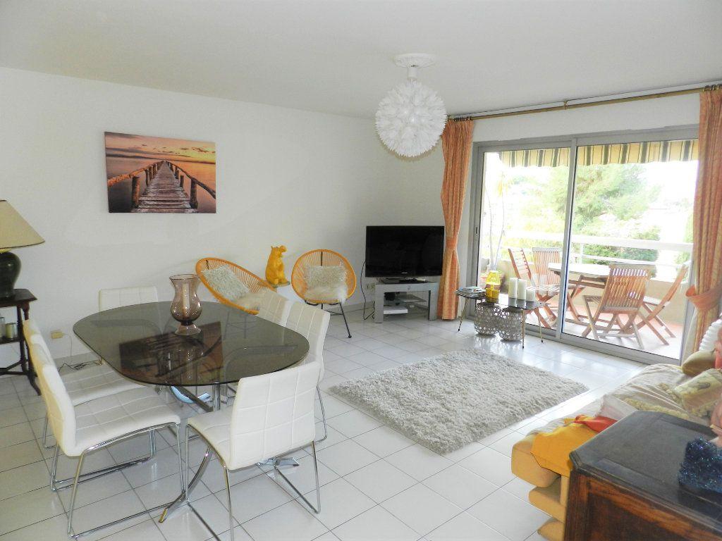 Appartement à vendre 4 98m2 à Saint-Laurent-du-Var vignette-2