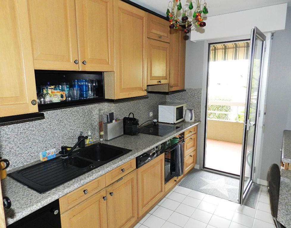 Appartement à vendre 4 98m2 à Saint-Laurent-du-Var vignette-3