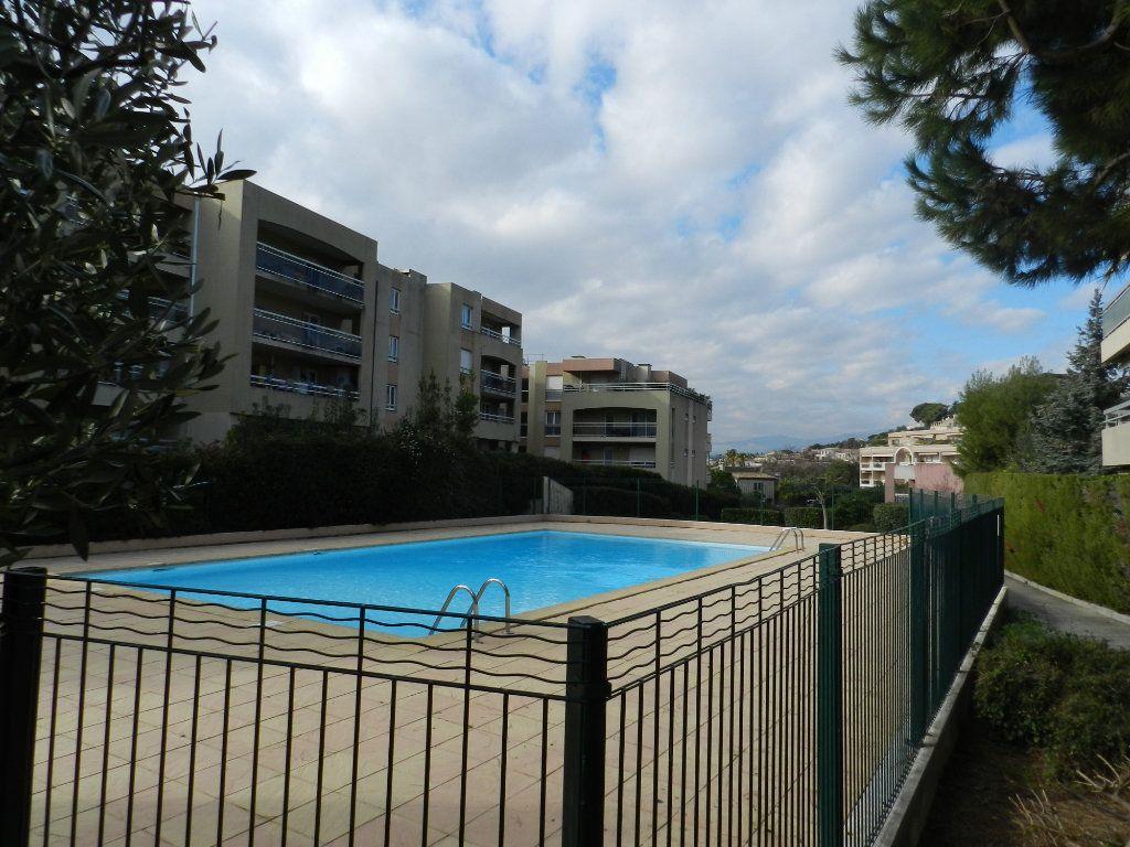 Appartement à vendre 4 98m2 à Saint-Laurent-du-Var vignette-5
