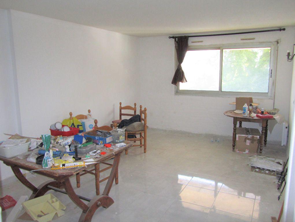 Appartement à vendre 3 70m2 à Saint-Laurent-du-Var vignette-2