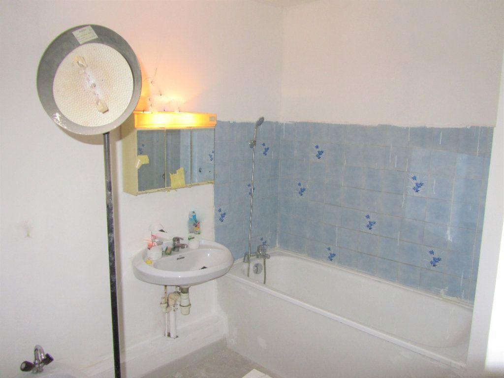 Appartement à vendre 3 70m2 à Saint-Laurent-du-Var vignette-3