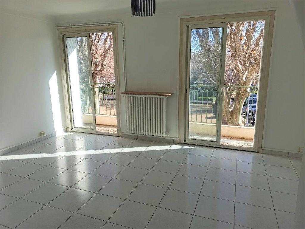 Appartement à vendre 3 61m2 à Saint-Laurent-du-Var vignette-1