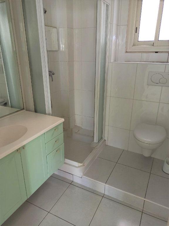 Appartement à vendre 3 61m2 à Saint-Laurent-du-Var vignette-5