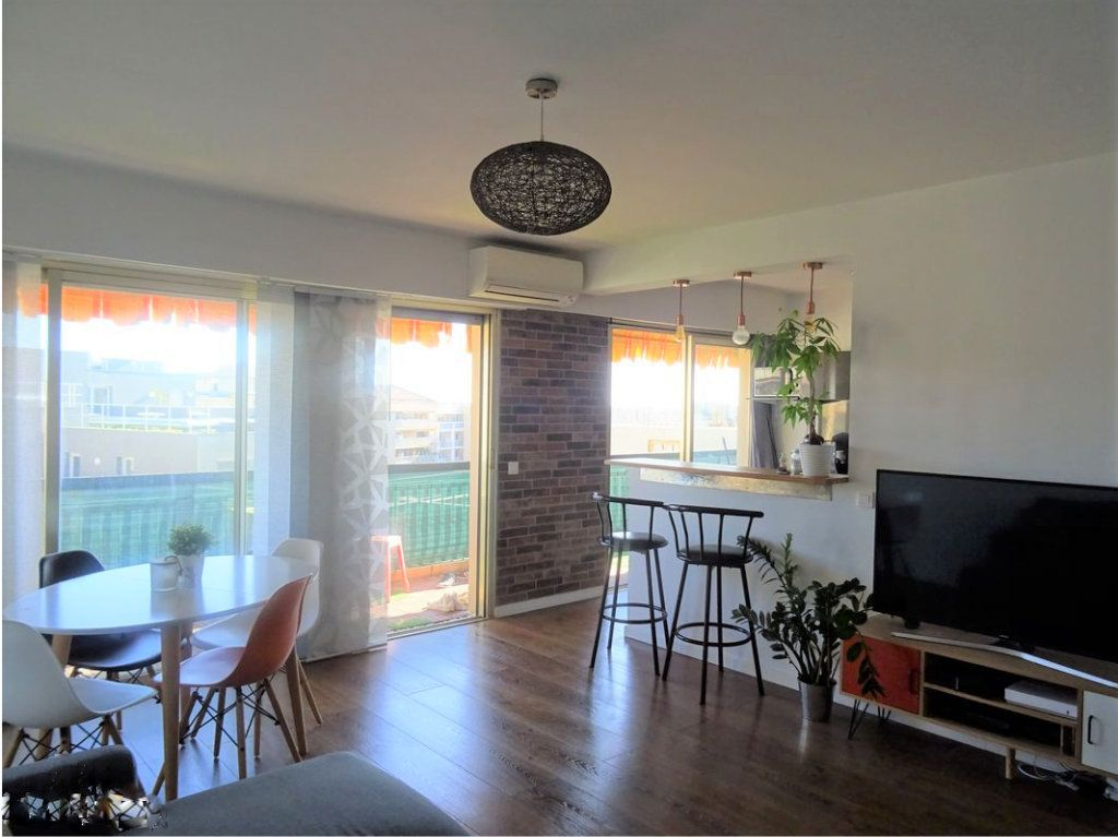 Appartement à vendre 2 52.3m2 à Saint-Laurent-du-Var vignette-1