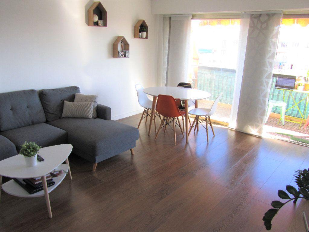 Appartement à vendre 2 52.3m2 à Saint-Laurent-du-Var vignette-6