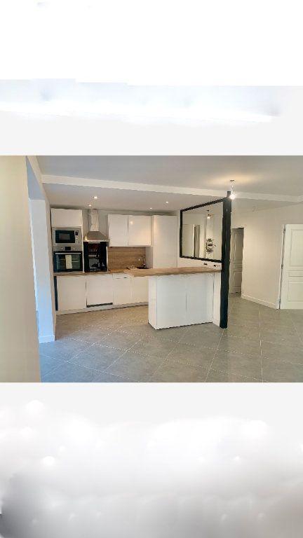 Appartement à vendre 2 70.35m2 à Saint-Laurent-du-Var vignette-2