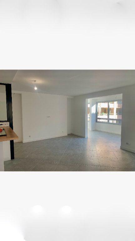 Appartement à vendre 2 70.35m2 à Saint-Laurent-du-Var vignette-3