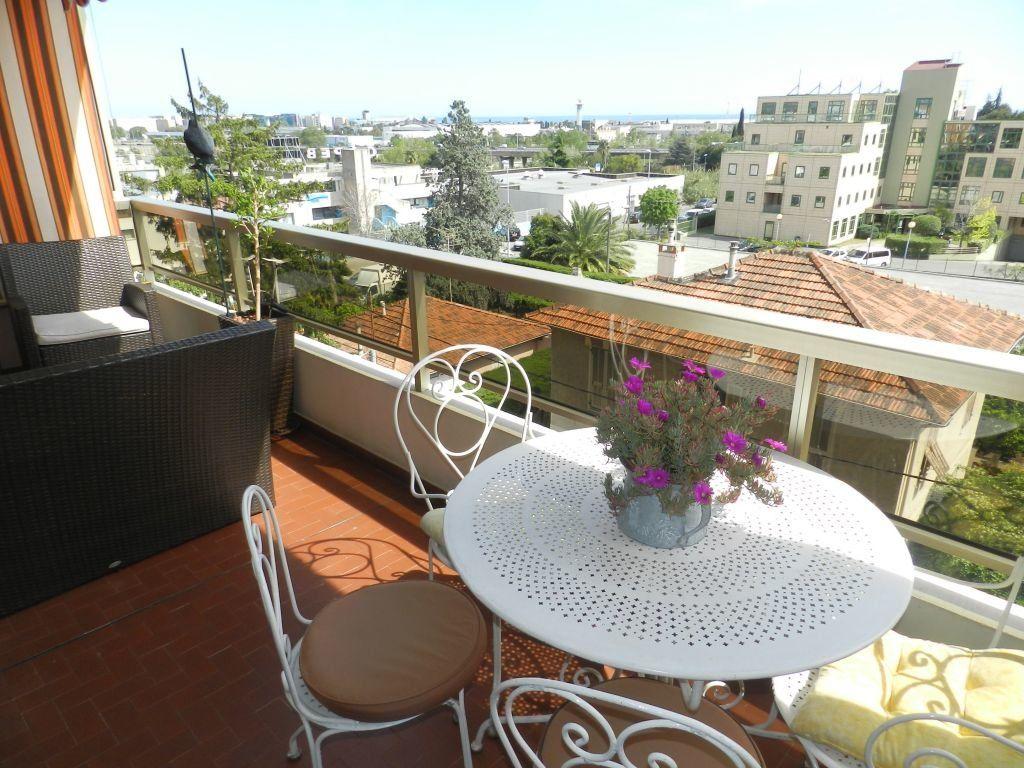 Appartement à vendre 4 90m2 à Saint-Laurent-du-Var vignette-1