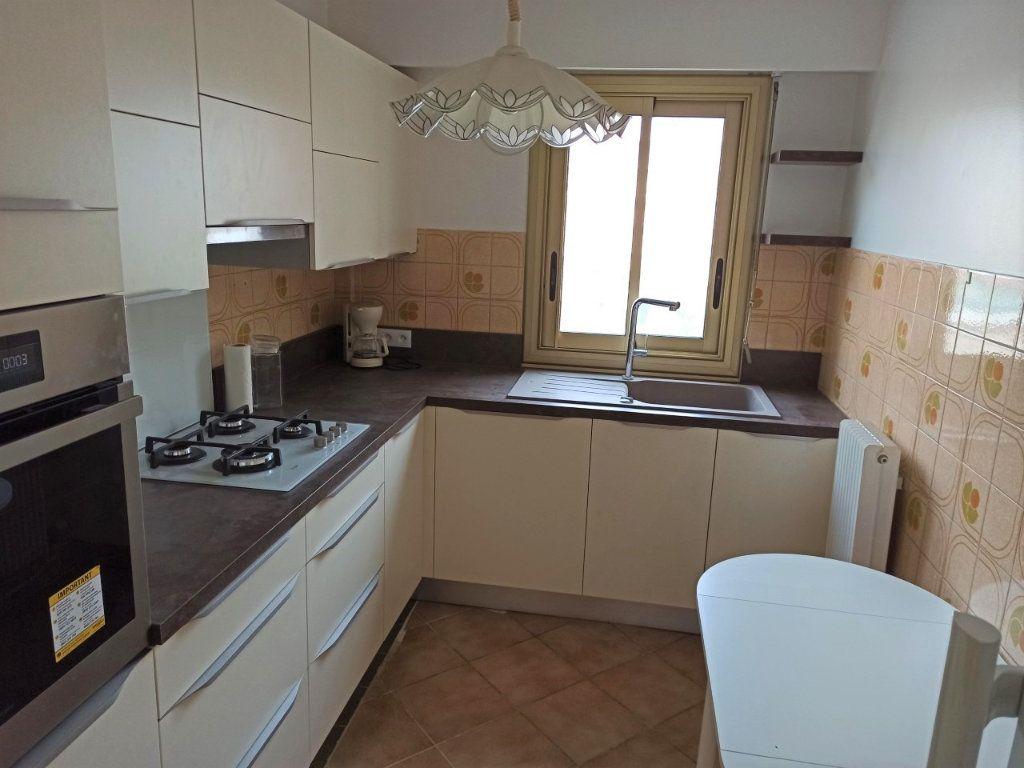 Appartement à vendre 4 90m2 à Saint-Laurent-du-Var vignette-3