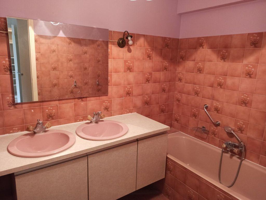Appartement à vendre 4 90m2 à Saint-Laurent-du-Var vignette-9