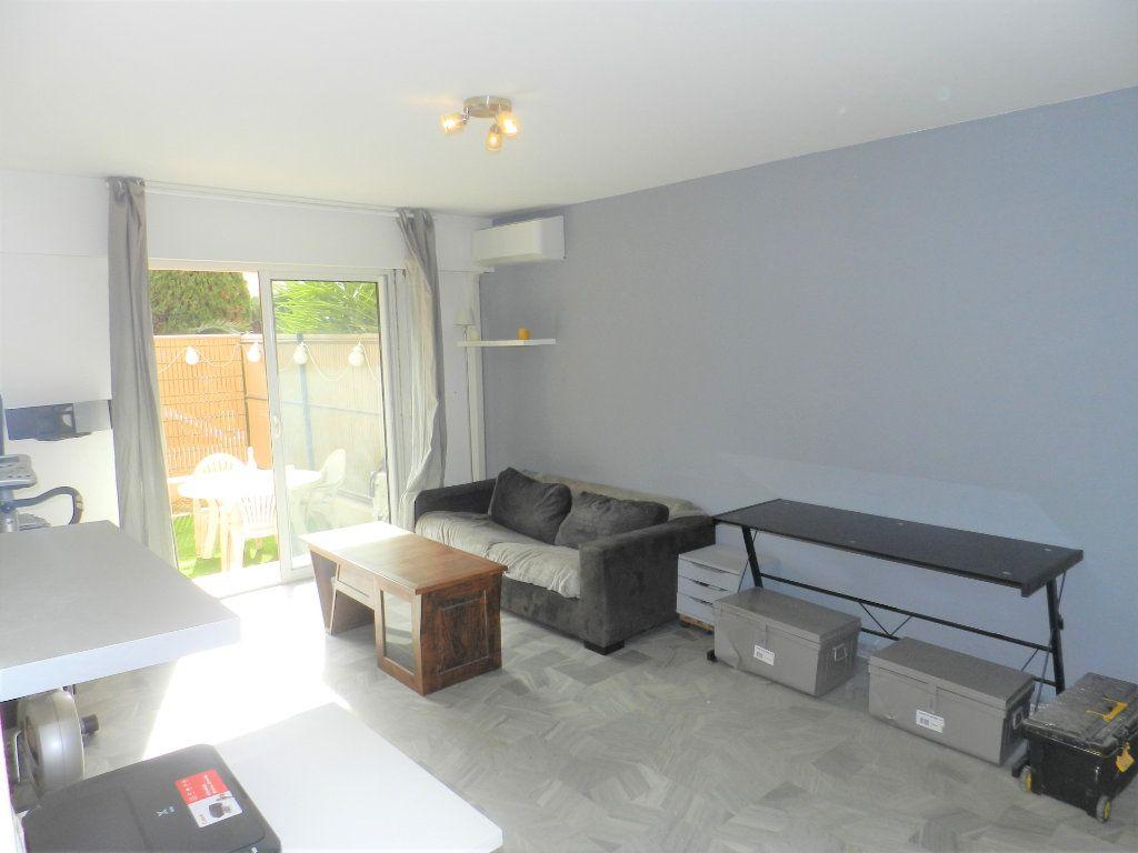 Appartement à vendre 1 31m2 à Saint-Laurent-du-Var vignette-3