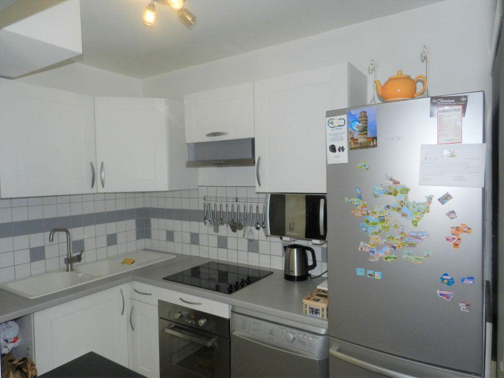Appartement à vendre 1 31m2 à Saint-Laurent-du-Var vignette-4