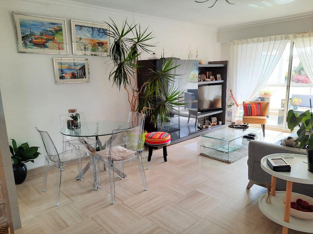 Appartement à vendre 2 52m2 à Saint-Laurent-du-Var vignette-3