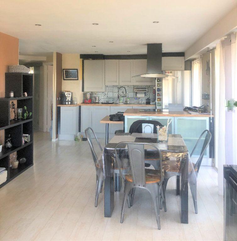 Appartement à vendre 3 67m2 à Saint-Laurent-du-Var vignette-2