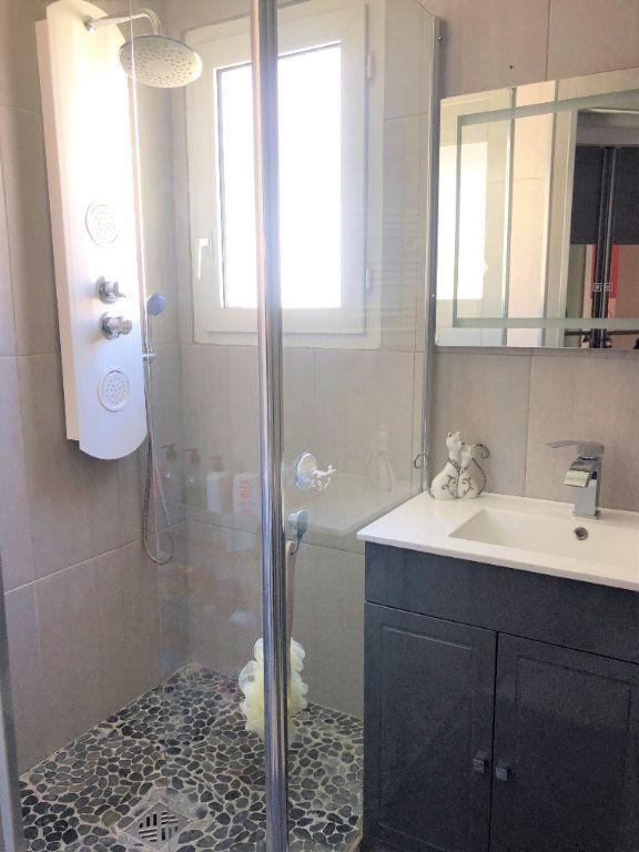Appartement à vendre 3 67m2 à Saint-Laurent-du-Var vignette-4
