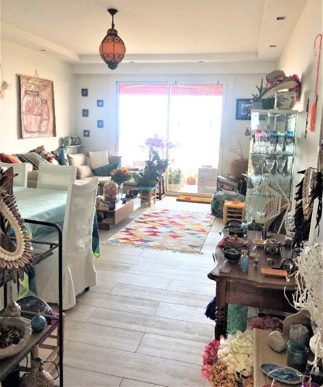 Appartement à vendre 3 75m2 à Cagnes-sur-Mer vignette-2