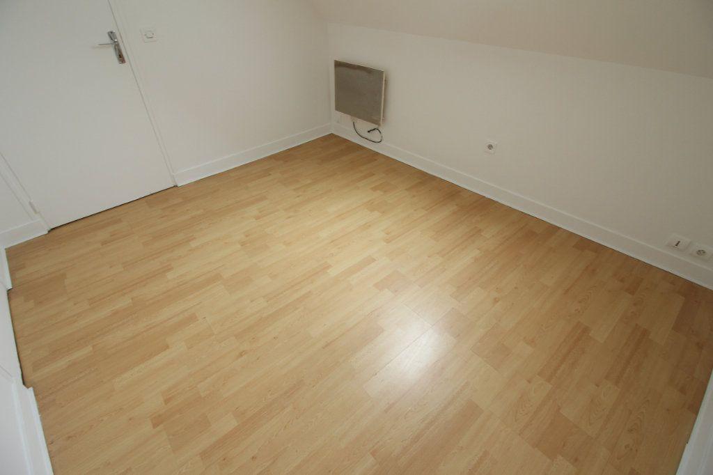Appartement à louer 2 26m2 à Le Coudray-Montceaux vignette-3