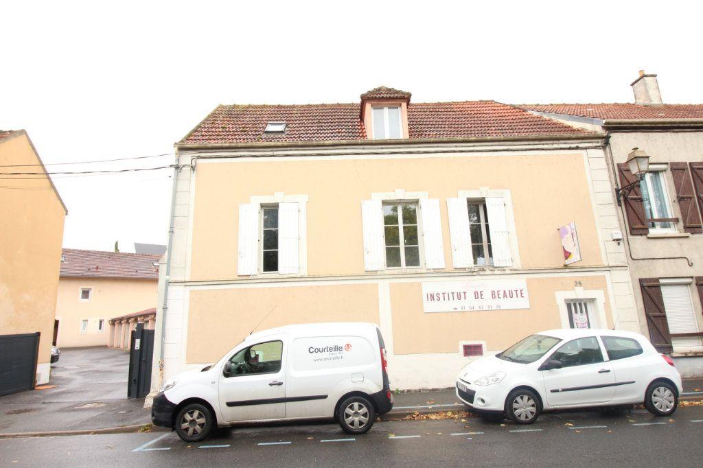 Appartement à louer 2 26m2 à Le Coudray-Montceaux vignette-5