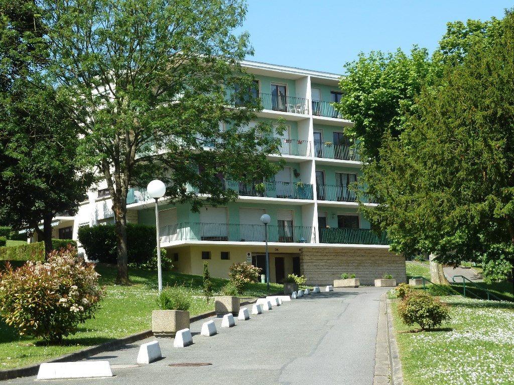 Stationnement à louer 0 12m2 à Viry-Châtillon vignette-1