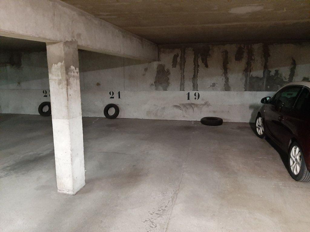Stationnement à louer 0 12m2 à Viry-Châtillon vignette-2