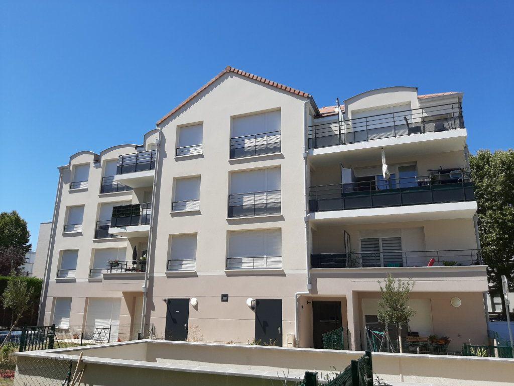 Appartement à louer 3 63m2 à Viry-Châtillon vignette-1