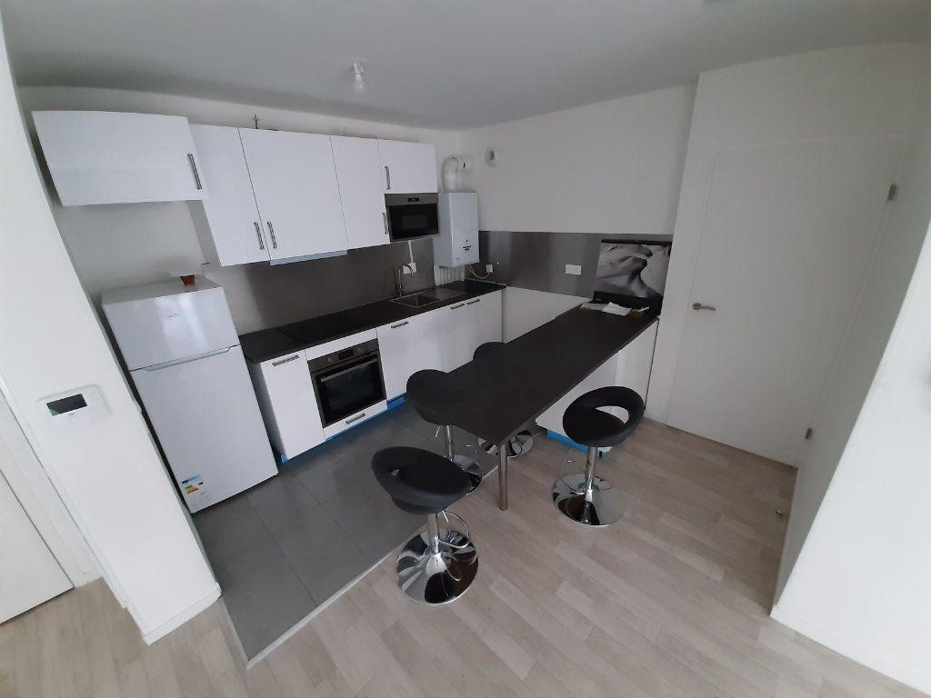 Appartement à louer 3 63m2 à Viry-Châtillon vignette-2