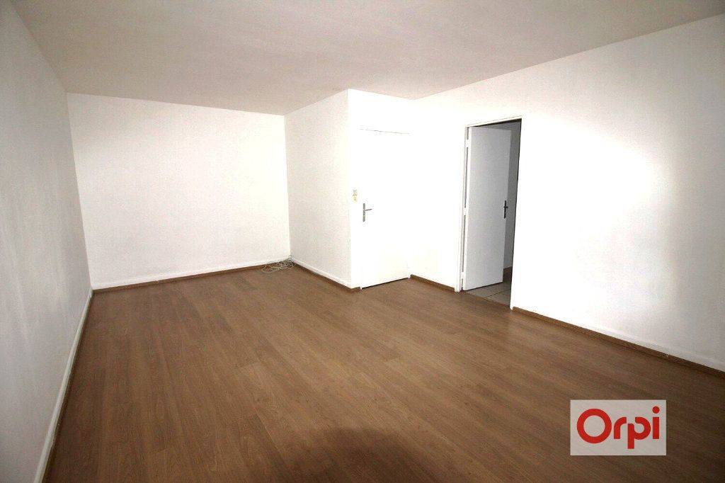 Appartement à louer 1 31.1m2 à Chilly-Mazarin vignette-2