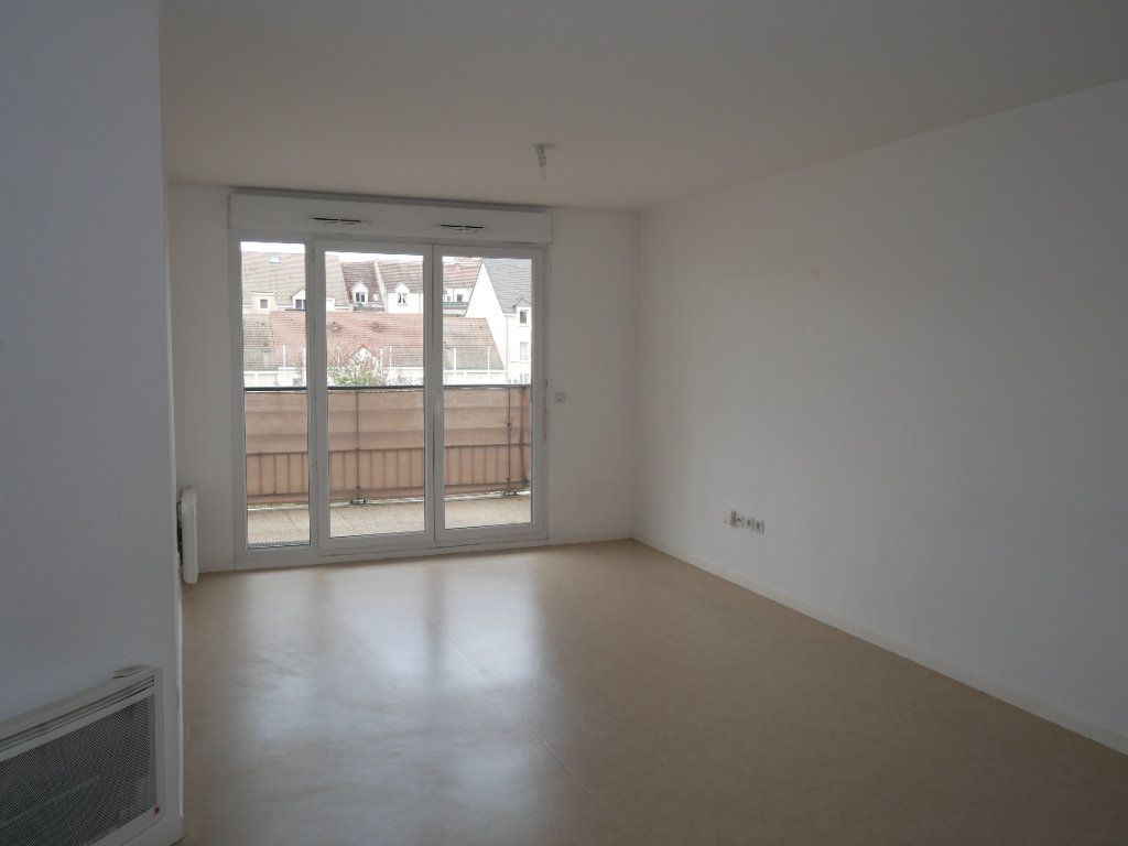 Appartement à louer 3 59.52m2 à Meaux vignette-2