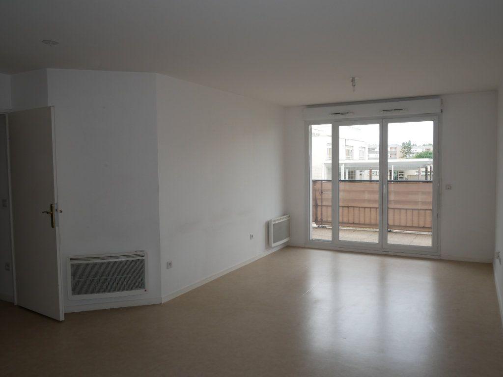 Appartement à louer 3 59.52m2 à Meaux vignette-3
