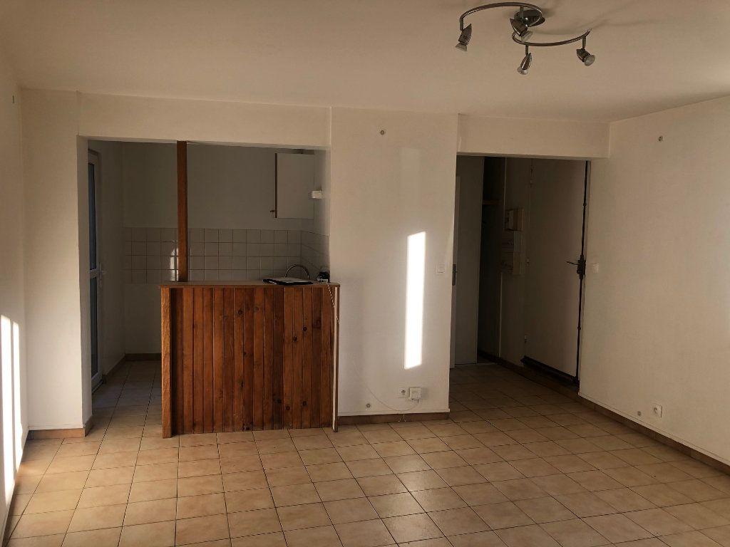 Appartement à louer 3 47.99m2 à Chambry vignette-1