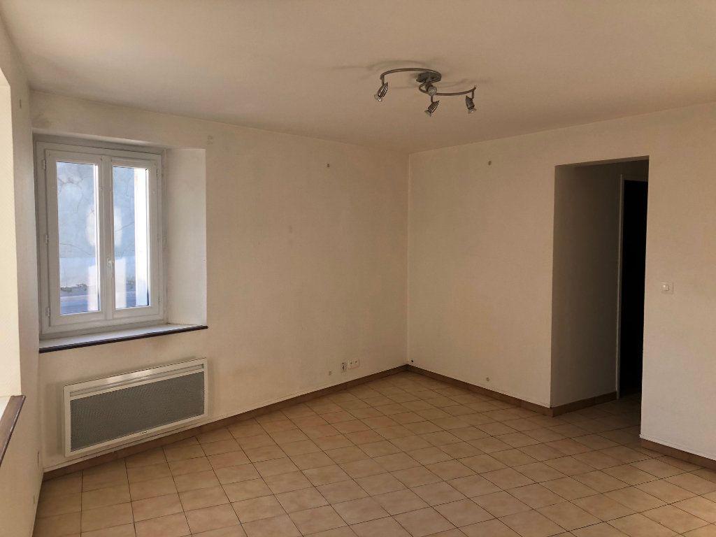 Appartement à louer 3 47.99m2 à Chambry vignette-2