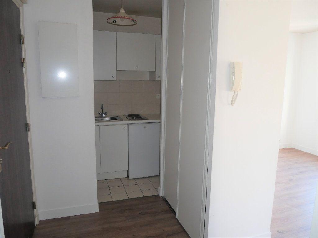 Appartement à louer 2 36.8m2 à Meaux vignette-3