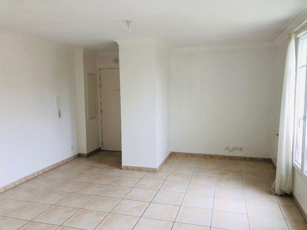Appartement à louer 2 43.09m2 à Chessy vignette-2