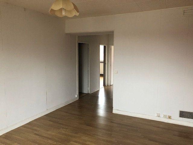 Appartement à louer 4 66.18m2 à Meaux vignette-2