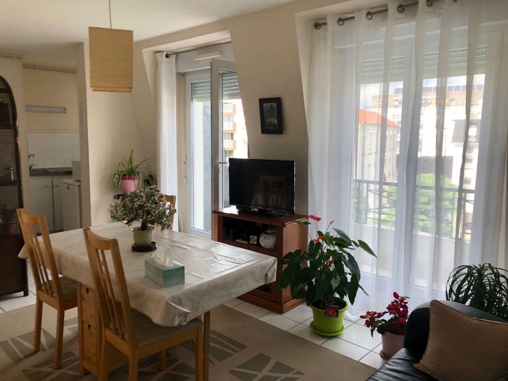 Appartement à louer 2 45m2 à Livry-Gargan vignette-2