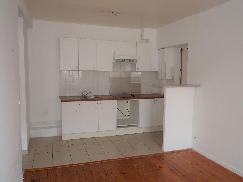 Appartement à louer 2 34m2 à Meaux vignette-2