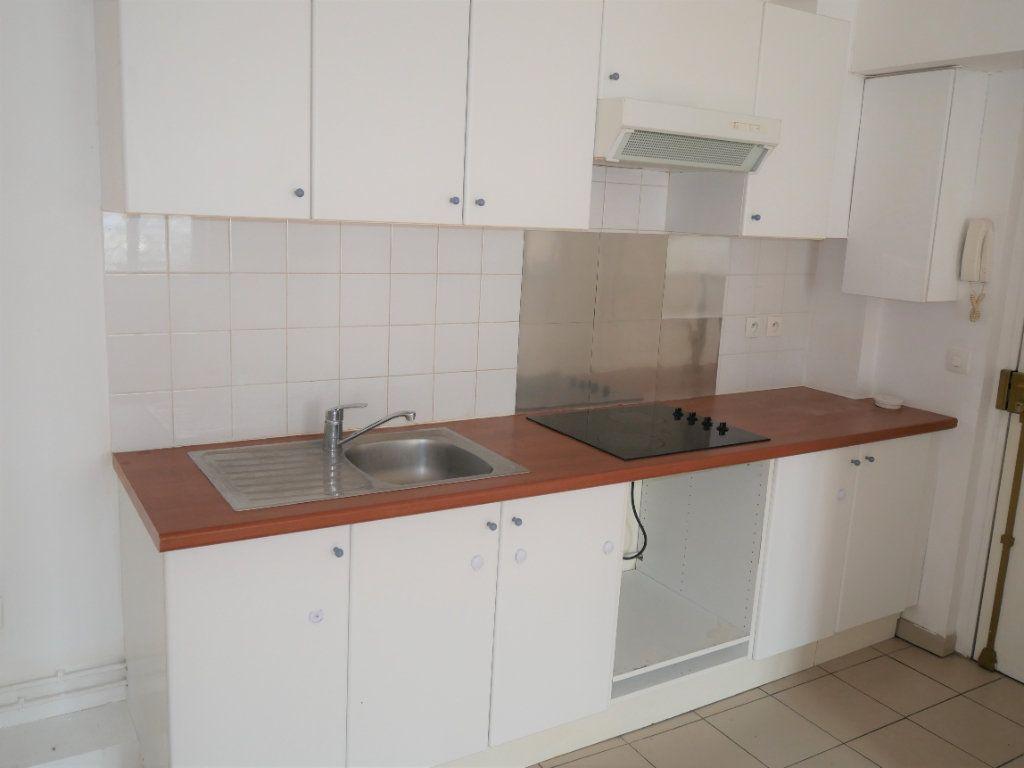 Appartement à louer 2 34m2 à Meaux vignette-3
