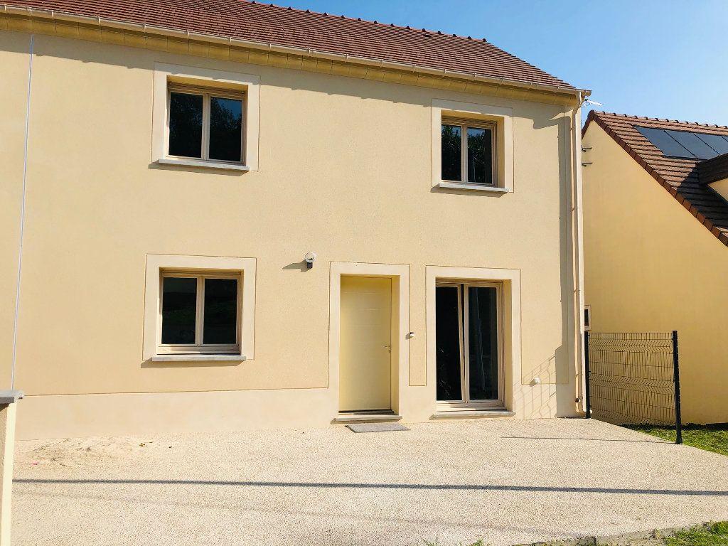 Maison à louer 5 104.82m2 à Saint-Jean-les-Deux-Jumeaux vignette-1