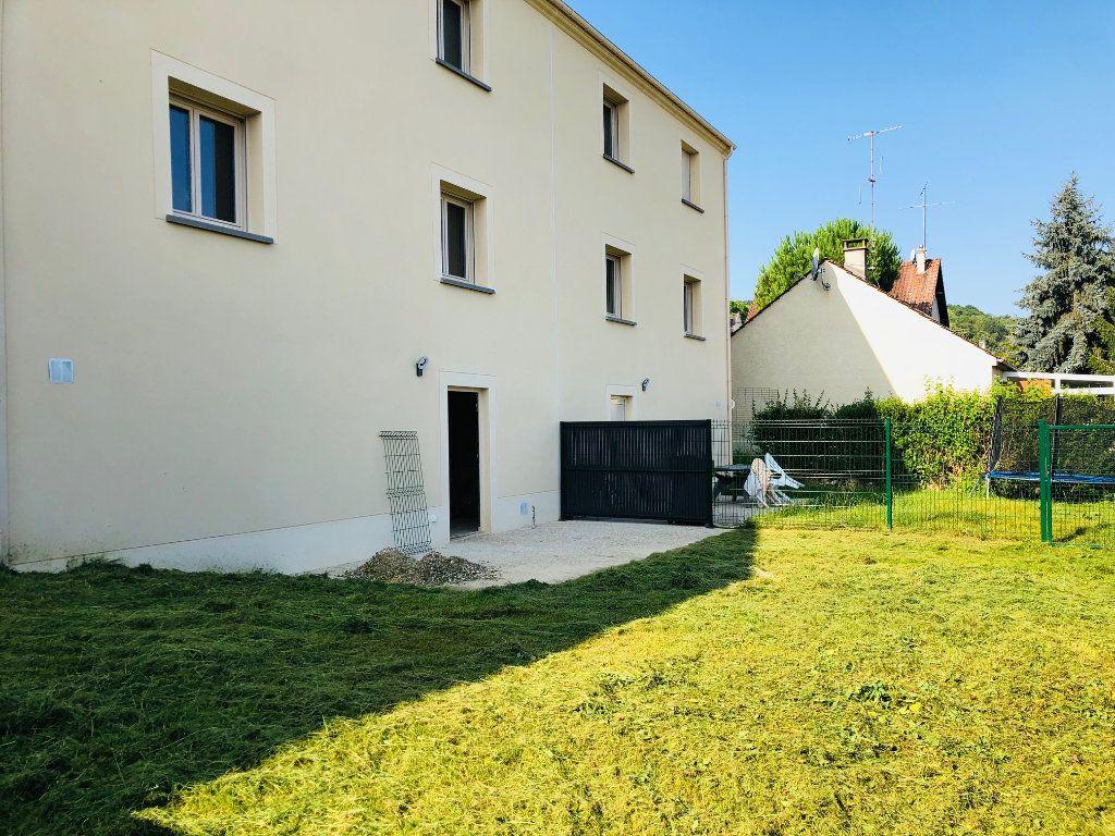 Maison à louer 5 104.82m2 à Saint-Jean-les-Deux-Jumeaux vignette-3