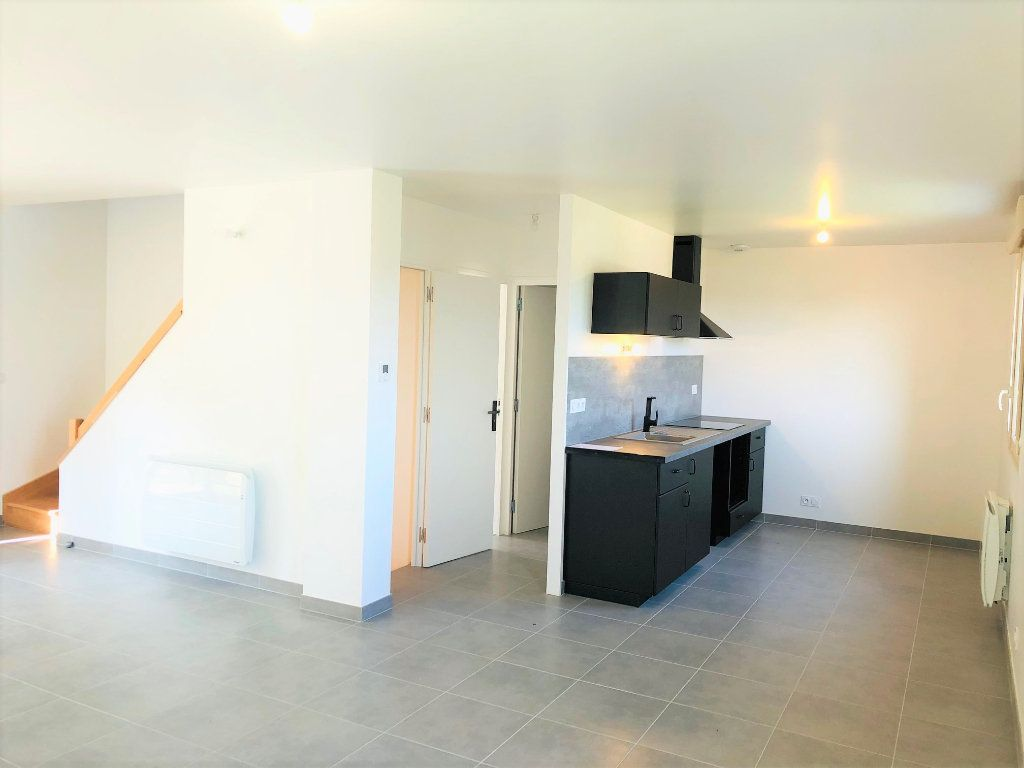 Maison à louer 5 104.82m2 à Saint-Jean-les-Deux-Jumeaux vignette-6