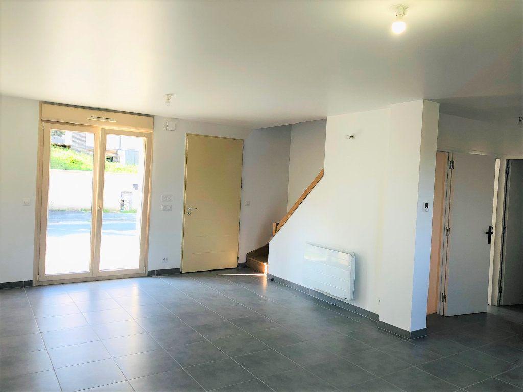 Maison à louer 5 104.82m2 à Saint-Jean-les-Deux-Jumeaux vignette-7