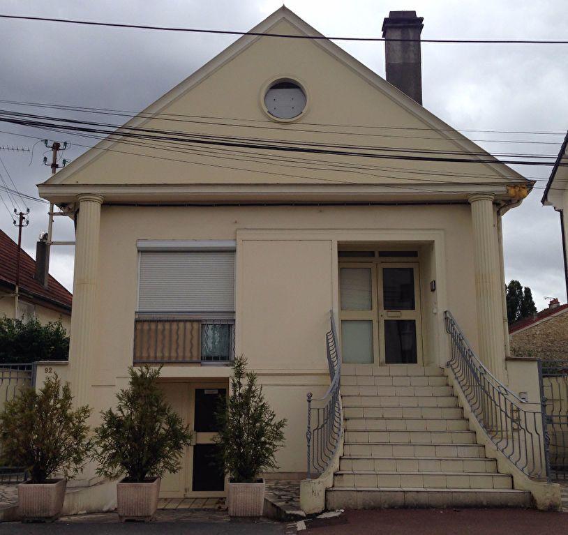 Appartement à louer 3 30.8m2 à Chelles vignette-1
